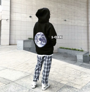 THE EARTH HOODIE - BLACK